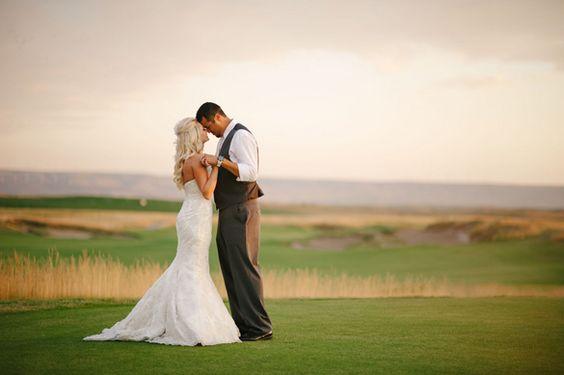 我们非常喜欢今天的威尔顿摄影水晶和曼努埃尔的高尔夫球场婚礼。他们在历史悠久的马库斯惠特曼酒店拍摄了他们的第一张照片。