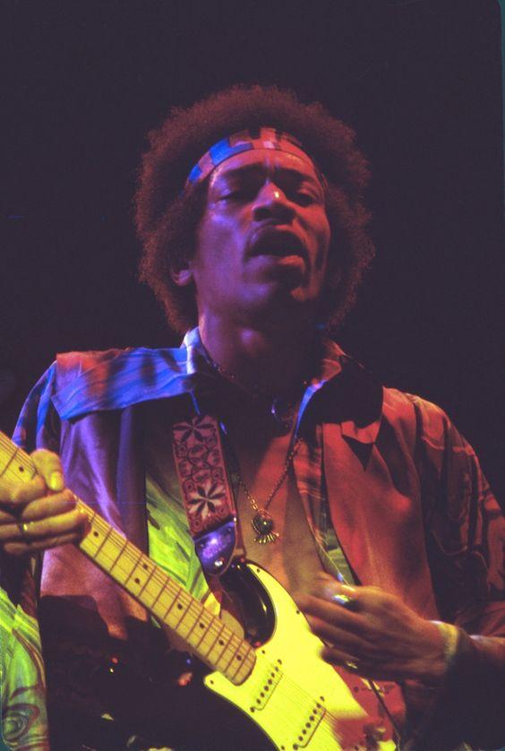 "Jimi Hendrix在除夕12/31/1969在Fillmore East举行的最后一场表演。这张照片被用作""Jimi Hendrix Rare""专辑的封面照片,以及作为David Henderson最畅销的传记""水瓶座时代的伏都教孩子""Jimi Hendrix的封面照片。 Photog"