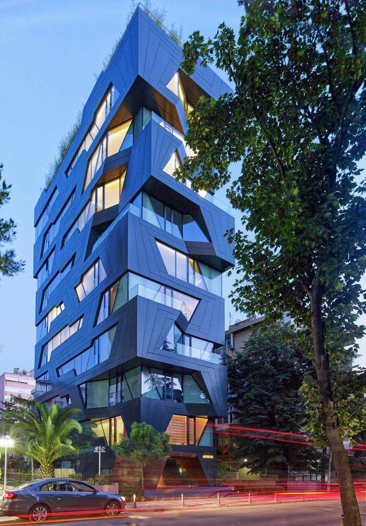 这栋公寓楼的外观是从饼干切割机建筑物的一个休息时间