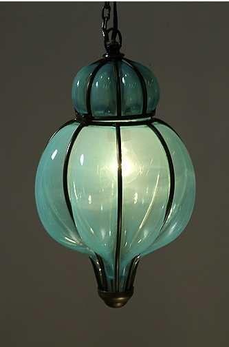 当我们在Urban Outfitters的网站上看到Caged Blown Glass Lantern时,我们花了一些时间来放置它