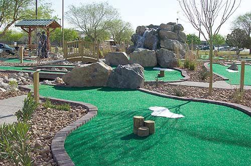 我家后院的迷你高尔夫球场