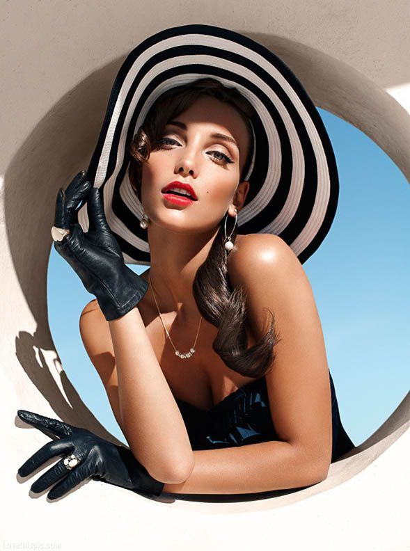 Red lips fashion hat gloves stripe trend fashion photography