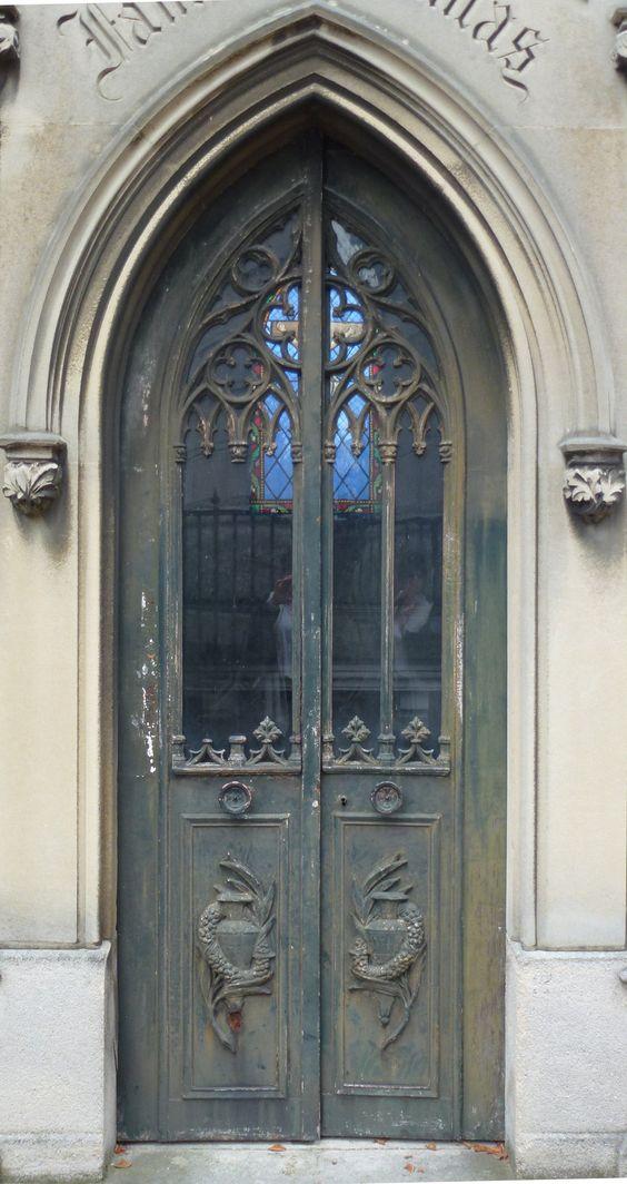 Pere Lachaise  - 门06 by senzostock.deviantart.com在巴黎PècheLachaise墓地的墓门上的@deviantART系列。