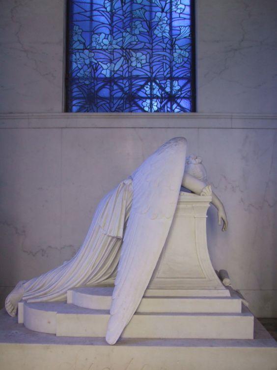 新奥尔良梅泰里公墓是这个城市最受欢迎的景点之一,也是着名的新奥尔良人的休息地,如路易斯·普里马和艾尔·科普兰。