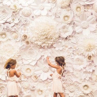 diy手工纸花墙| image via:完美的调色板