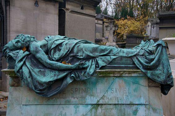 克罗齐 - 斯皮内利和西韦尔的雕塑,1875年在一次气球事故中遇难,巴黎佩尔拉雪兹公墓,巴黎