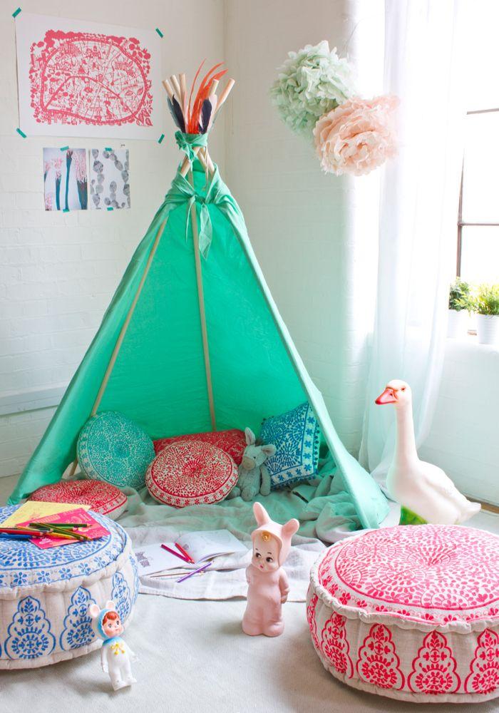 游戏室里的帐篷
