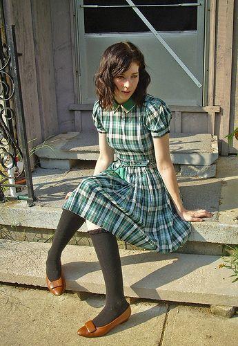这款40年代复古连衣裙搭配我最喜爱的法式高跟鞋和及膝长袜。 〜访问我的博客〜