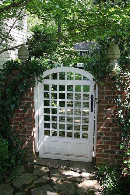 业主设计和建造了这个大门。