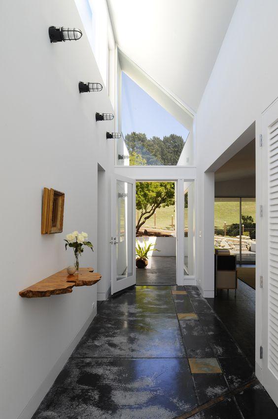 这所房子的内部空间由旧金山公司veverka建筑事务所的杰里韦弗卡设计,与外部景观轻松相连。