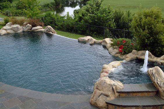从豪华花园和现代游泳池到定制消防设施和完整的户外生活环境,我们屡获殊荣的达拉斯景观设计团队随时准备为您创造户外梦想空间。查看我们的产品组合,为您的下一个项目提