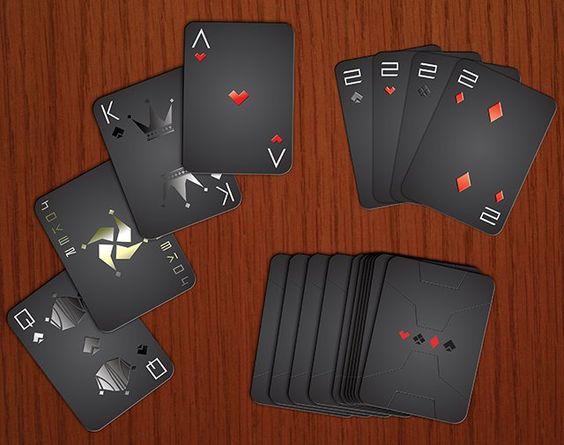 扑克牌通常是手掌大小以便于处理。一套完整的卡被称为包或卡组,并且在游戏期间由玩家一次保存的卡的子集通常被称为手。一副扑克牌可以用于玩各种各样的纸牌游戏,具有不同的元素