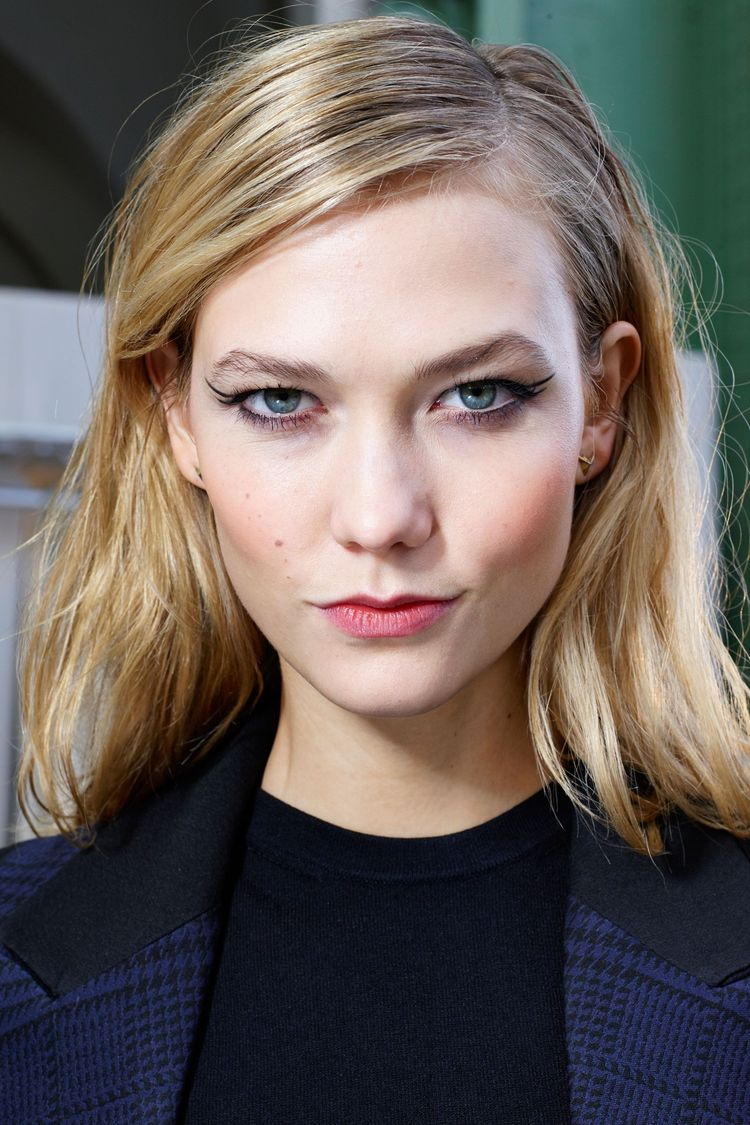 Karlie Kloss at Mugler Fall 2015. Go backstage with the best beauty looks from the runways, here:
