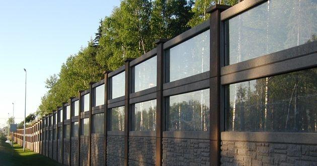 ACRYLITE Transparent Noise Barrier Sheets Framed in Durisol Precast Concrete