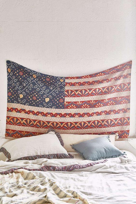 在Urban Outfitters今天购买神奇的想法Bandhani Americana Tapestry。我们为您提供所有最新的款式,颜色和品牌,从这里选择。