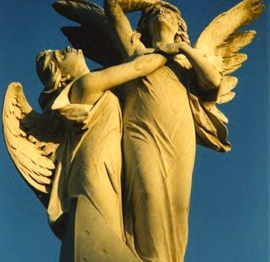 天使雕塑在Pere Lachaise公墓,法国