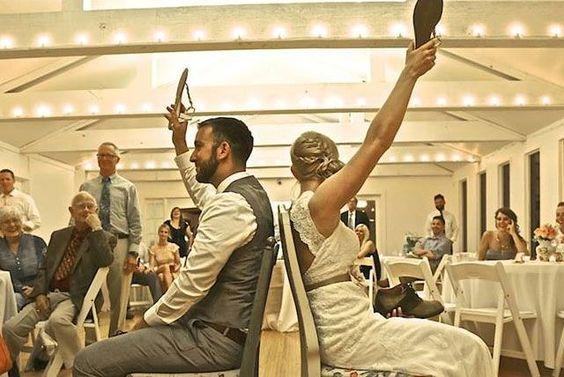 """在一个充满Pinterest婚礼的世界里(可能比真实更虚构),大多数女性至少有一个时刻,他们看到了一个别针并说""""我希望我在婚礼上做到这一点!""""。看到其他新娘的想法以及在其他婚礼上所做的事情足以激励任何准新娘......并且让你......"""