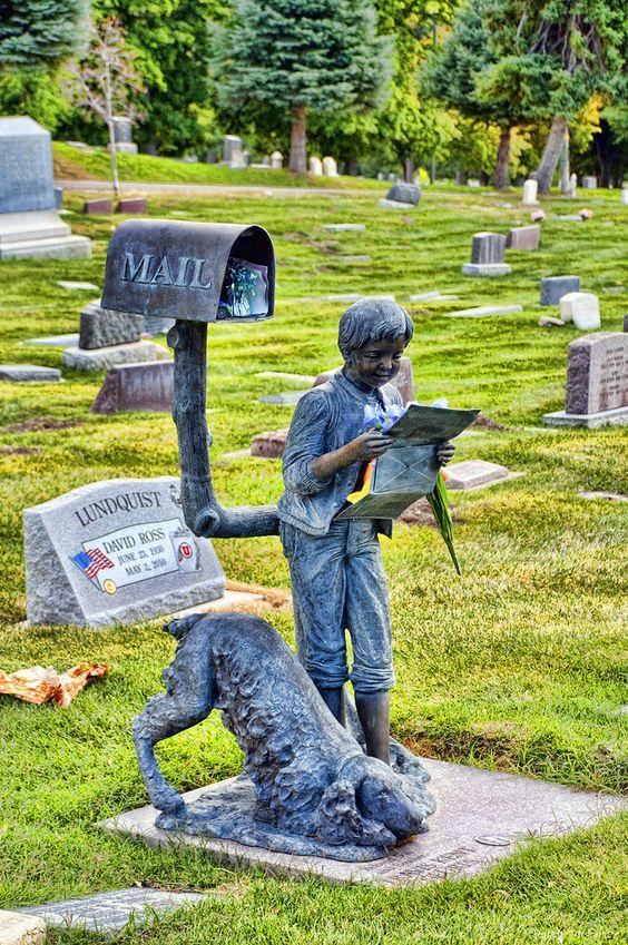 我最喜欢的纪念碑之一!盐湖城公墓位于犹他州盐湖城的Avenues社区。大约有12万人被埋在墓地里。许多宗教领袖和政治家,特别是耶稣基督后期圣徒教会(LDS教会)的许多领导人都躺在墓地里。
