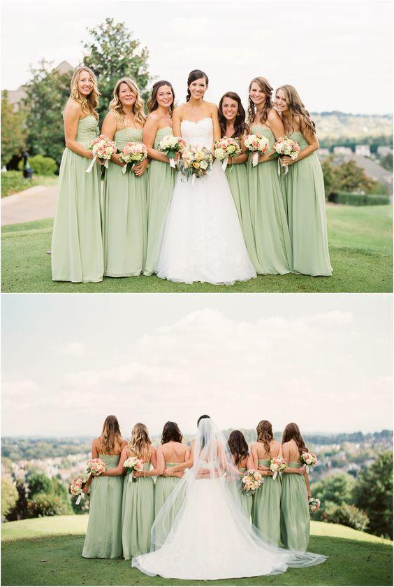 喜欢在这个高尔夫球场婚礼中的薄荷绿色连衣裙!