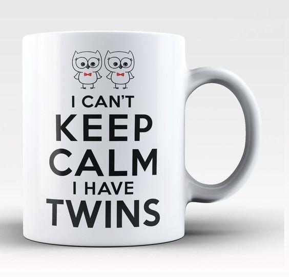 我不能保持冷静我有双胞胎任何骄傲的双胞胎妈妈的完美咖啡杯。立即订购!利用我们的低统一费率运费 - 订购2或更多并保存。印刷和运输从美国可选择常规11oz或大15oz尺寸微波炉和洗碗机保险柜设计印在杯子的两侧我不能保持冷静我有双胞胎 - 马克有5.0星级的评分基于1评论。