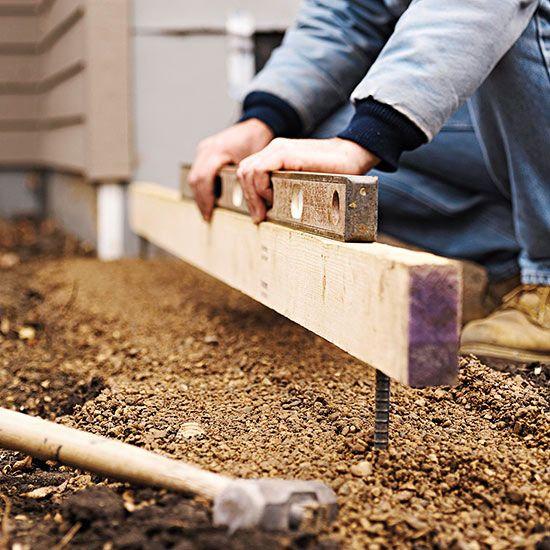 寻找一个倾斜的院子的想法?通过安装混凝土挡土墙来克服问题坡度 - 您将为您的后院增加空间,结构和价值。我们建造挡土墙的技巧将帮助您充分利用室外空间,同时坚持预算。