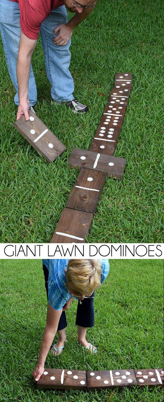 制作一套巨型木头草坪多米诺骨牌,价格低于20美元!这对全家人来说非常有趣的户外活动!