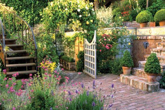 通过低维护的景观美化,减少院子里的工作并节省资金。用耐干旱,低维护的草替代您的传统草坪。