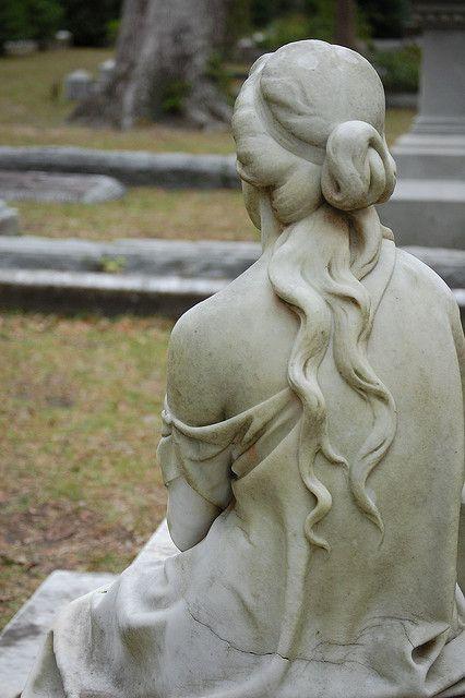 卷须和裸肩,博纳旺蒂尔公墓,萨凡纳,GA固定