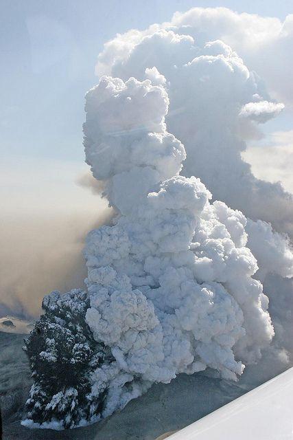 Volcanic Eruption in Eyjafjallajökull by baldvinh, via Flickr