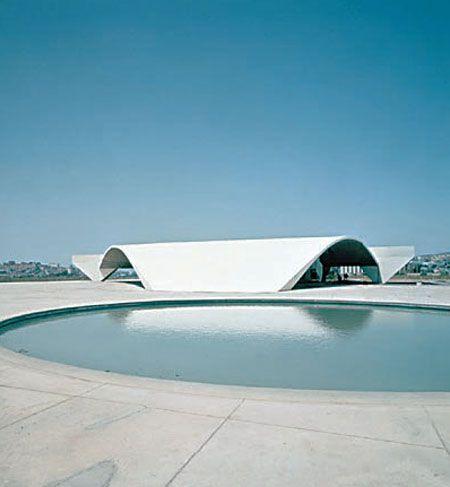 Oscar Niemeyer: Universidade de Constantine #architecture #oscarniemeyer Pinned by www.modlar.com