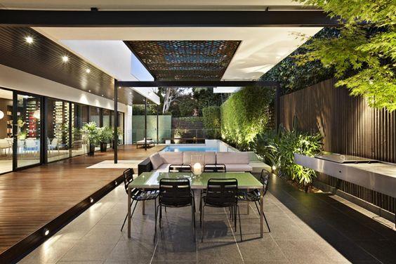 这个单身家庭住宅由C.O.S Design为DDB Design的David McCallum设计,位于澳大利亚墨尔本。 DDB的David McCallum