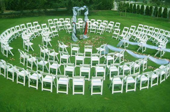 这是一个很酷的座椅主意......在鹰山高尔夫球场的婚礼