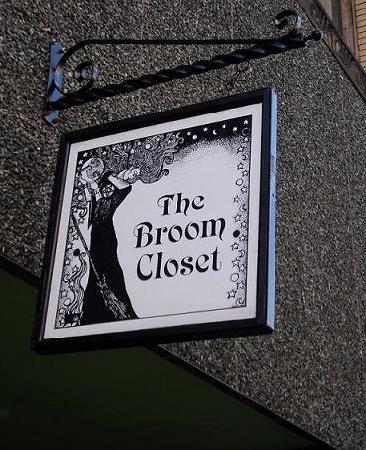扫帚壁橱Salem马萨诸塞州。爱这家店...我第一次发现万圣节香! SW