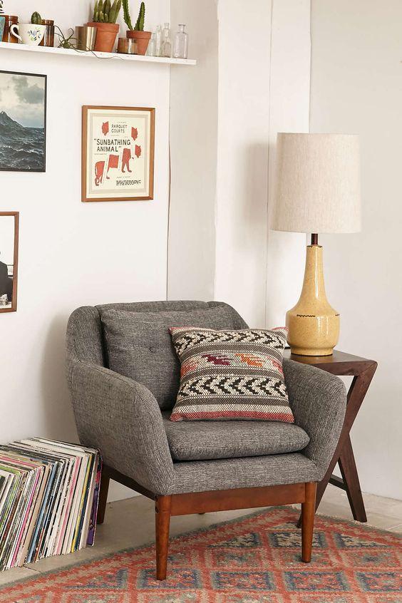 今天在Urban Outfitters店购买Warby Chair。我们为您提供所有最新的款式,颜色和品牌,从这里选择。
