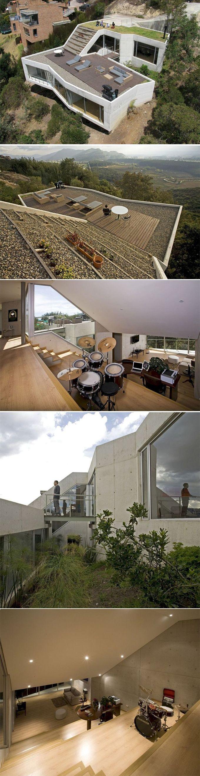 由Giancarlo Mazzanti + Plan B Arquitectos设计,V House享有原生花园和波哥大附近Sopo县湿地的远景。