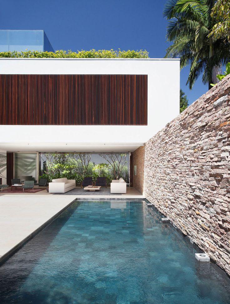 AH House by Guilherme Torres(6)
