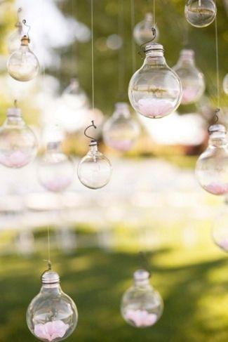 21 DIY户外和悬挂装饰理念|五彩纸屑白日梦 - 暂停这些漂亮的DIY挂花灯泡,用于神奇的户外婚礼装饰♥#DIY #OutdoorDecor #HangingDecor