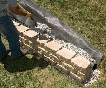 建造一个没有砂浆的坚固,时尚的挡土墙。我们会告诉你如何。