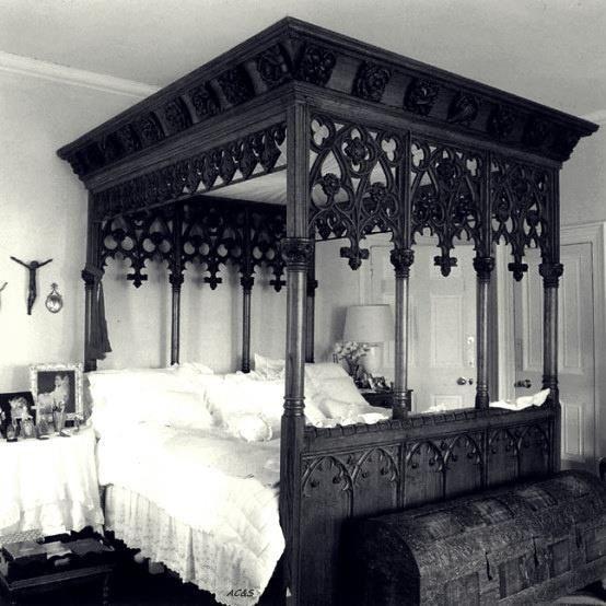 卧室大小各异。无论大小,如果你装饰得正确,它总能成为一个梦幻般的卧室。这里有大和小卧室的想法。