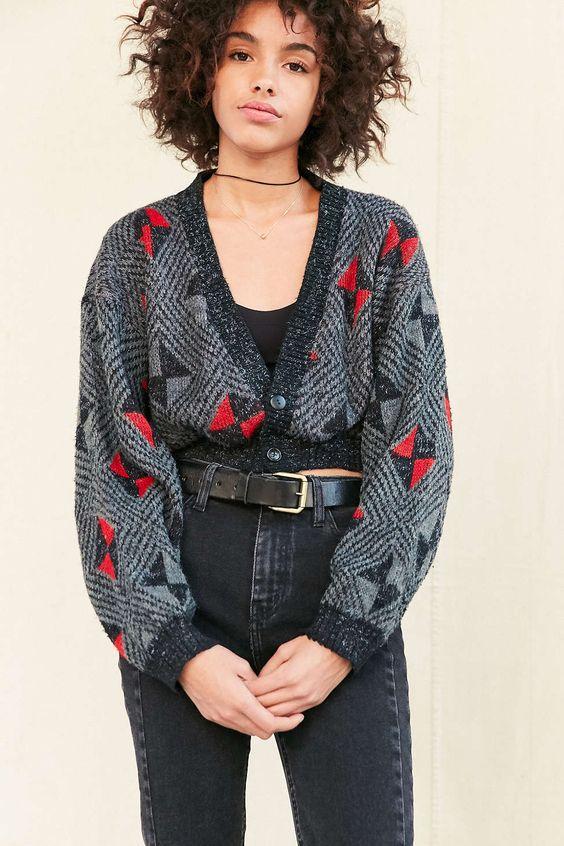 今天在Urban Outfitters购买Urban Renewal Remade裁剪复古图案开襟衫。我们为您提供所有最新的款式,颜色和品牌,从这里选择。