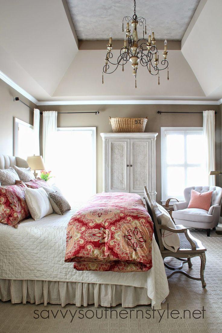 我在最后一篇文章中分享了关于装饰用红色的一些想法,并告诉你们我已将它们添加到我家的另一个房间。当我最近装饰师父时,在获得新的特大号床后,我添加了非常中性的床上用品。这是漂亮的,它的工作原理,但对我来说,沙姆斯有点现代,房间真的没有与房子的其他部分或主浴室流动。流量刚刚停止。我无法弄清楚为什么我没有爱上我的新床,然后它撞到了我。我需要添加颜色。特别是红色....... .....也许还有一点粉色,因为粉红色的郁金香适合新的床上用品。我唯一改变的就是羽绒被,我加了两个国王假肢。两个在圣诞节前在Pottery Barn出售。是的,我在圣诞节前做了这个改变。现在,当我走进房间时,感觉就像我一样,这让我开心。这个新的羽绒被在主浴室里与绿色一起流动,即使这个储藏箱可能会很快变亮。房间的这一侧增加了一个红色的托枕。一个红色的谷物枕头坐在长凳上,增加了我喜欢的法国乡村风格。即使我的Chucks与房间相匹配。尽管我喜欢看中性色的房间,但我必须在自己身边有颜色。我的建议是用让你感觉良好的东西装饰你的家。毕竟这是你的家和你的避难所。当然,我敢肯定,寝具会不时变化,因为我有一个寝具的东西,我喜欢在温暖的季节让事情变得轻松。所有床上用品都是陶器谷仓,但被子来自Restoration Hardware outlet并且深受折扣。祝你有个美好的一周!分享:星期一会议Scoop FNF输入您的电子邮件地址:由FeedBurner交付