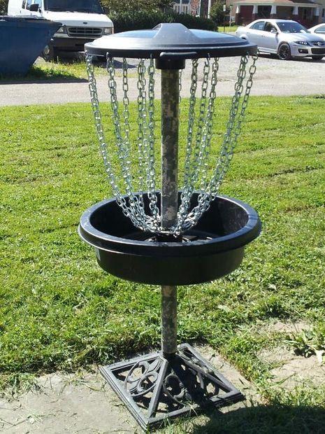 磁盘高尔夫是一项非常有趣的运动,但遗憾的是很多人根本无法使用磁盘高尔夫球场。幸运的是,它们不是很难建造,