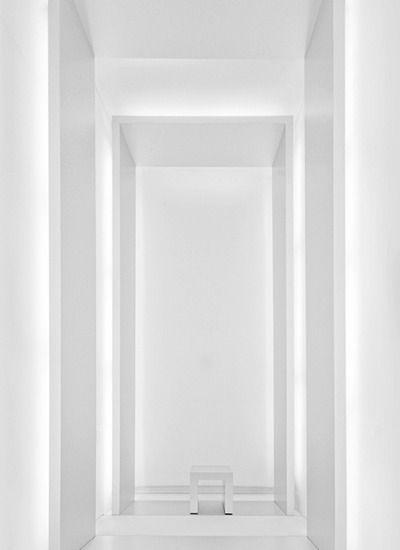 建筑灯|石膏板墙|隐藏的灯|灯|白色墙壁