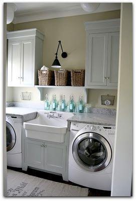 好吧,我一直在网上搜寻漂亮的洗衣房,帮助我为妹妹的洗衣房改造提供想法。这是Jennifer从Blissfully Ever After改造过的一个很棒的洗衣房。我喜欢她刚刚脱下中间橱柜门的方式,以创造一个全新的...阅读更多关于10个漂亮的洗衣房!