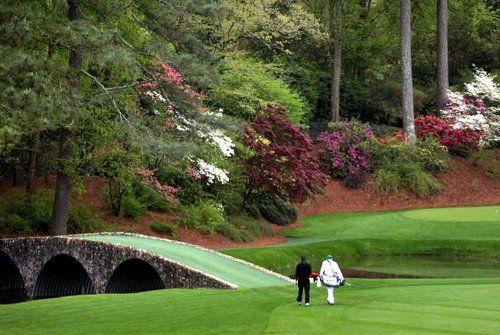 在照片和文字中,观看奥古斯塔国家高尔夫俱乐部的一些地标 - 球场周围的着名景点。