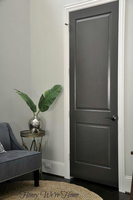 在前门内部涂上深灰色或木炭几乎黑色的kendall木炭