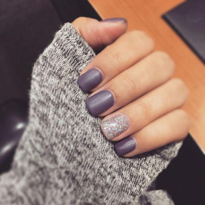 紫色哑光钉美甲设计,美甲,美甲沙龙,欧文,纽波特海滩
