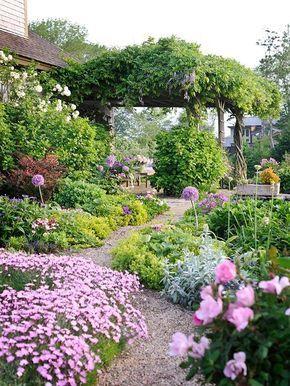 易于实施的景观设计原则是引人注目,鼓舞人心的花园的基础。