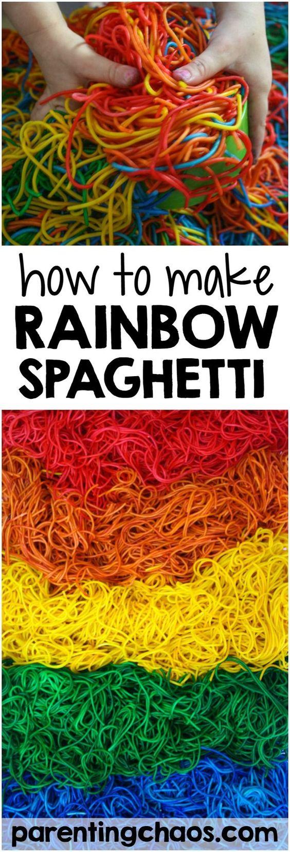 这是迄今为止我发现的最好的方法,如何染色彩虹意大利面的感官游戏!