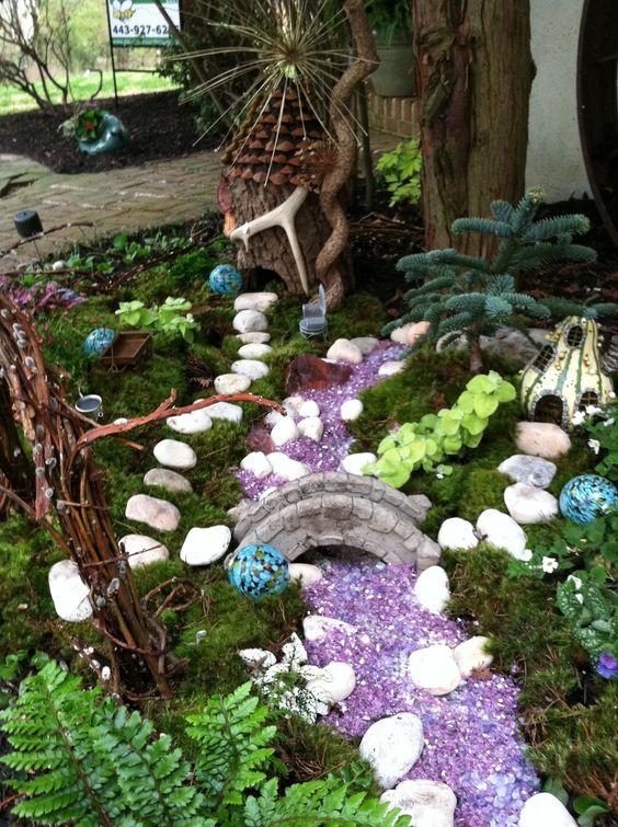 在最近的装修展示厅,我的任务是在一个庭院区域设计一个空间,这是一个仙境花园的完美位置。童话或微型花园已成为一个非常受欢迎的...
